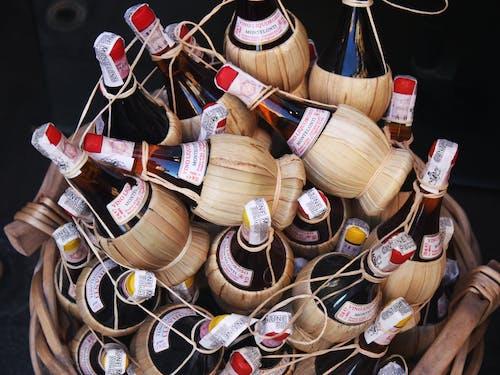 Δωρεάν στοκ φωτογραφιών με αλκοόλ, δέσμη, κρασί, μαύρο φόντο