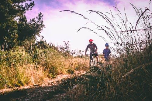 Fotobanka sbezplatnými fotkami na tému cykloturistika, denné svetlo, jazda na horskom bicykli, krajina