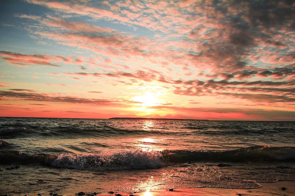 Gratis arkivbilde med bølger, daggry, dramatisk