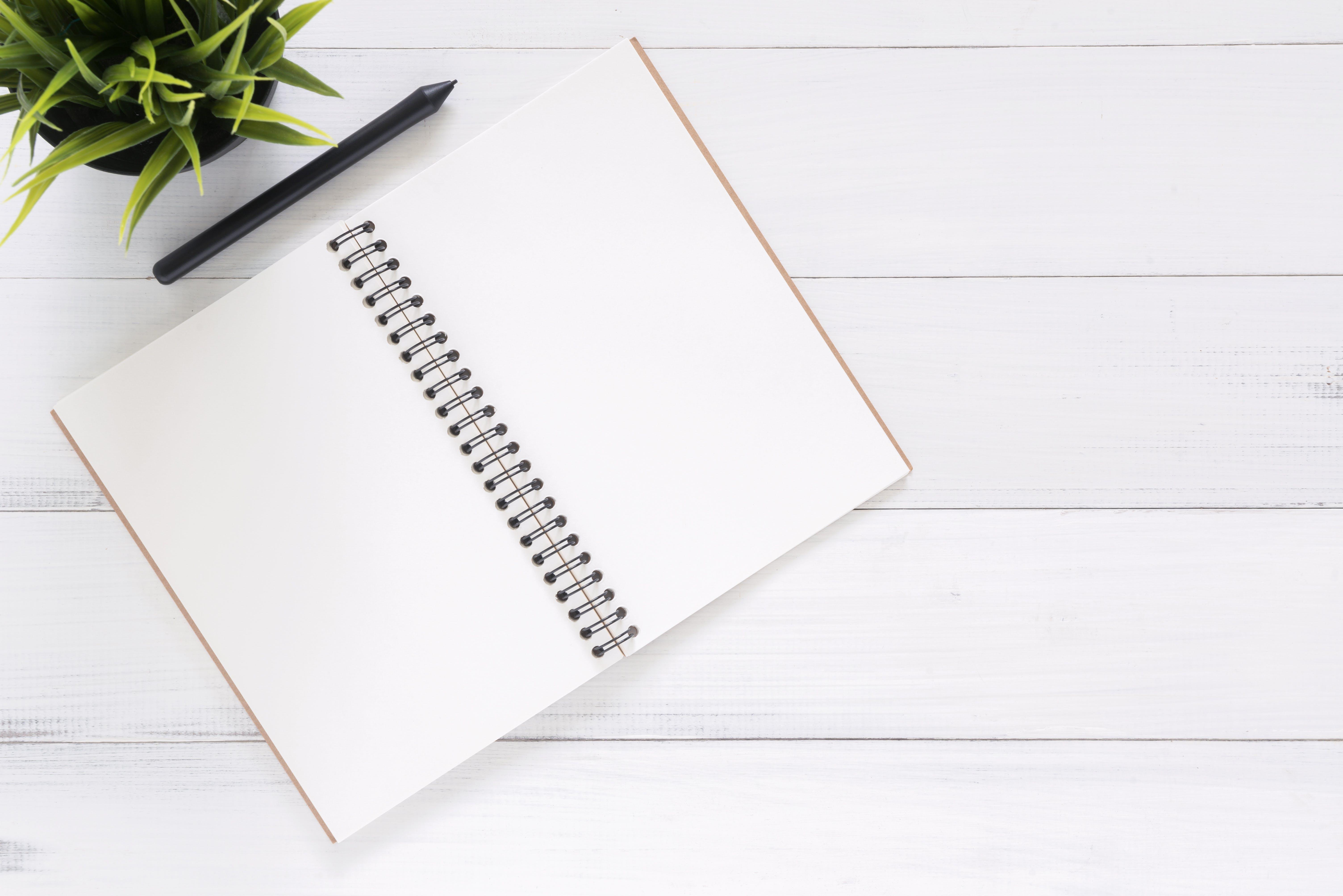 Gratis lagerfoto af arbejdsområde, ark, baggrund, dagbog