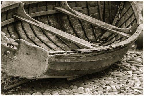 Gratis arkivbilde med båt, liggende værfast, liten rullestein, nedtrykt