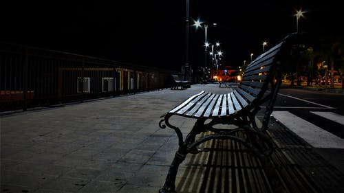 คลังภาพถ่ายฟรี ของ fotografia notturna, ลูซี่, เก้าอี้