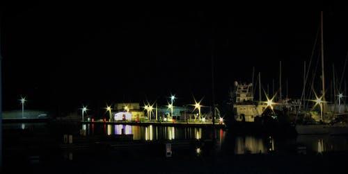 barche, liman içeren Ücretsiz stok fotoğraf
