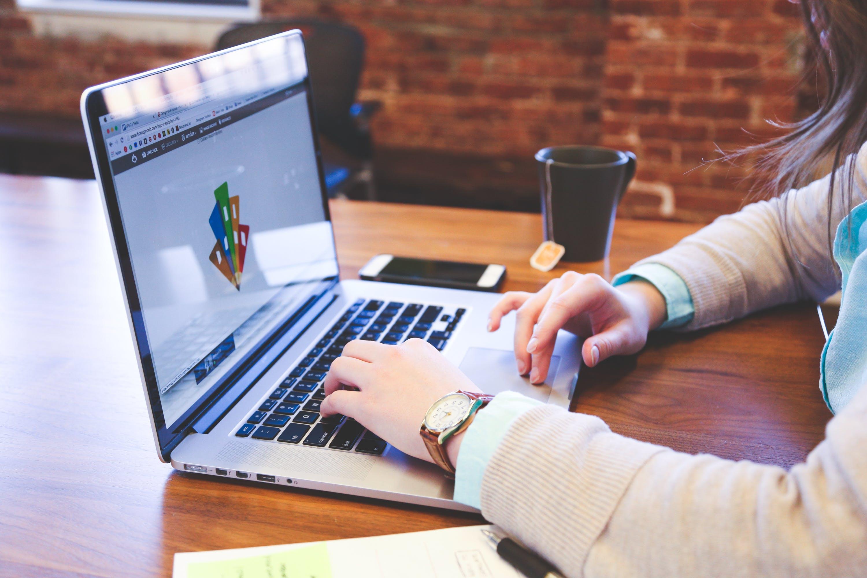 Gratis stockfoto met appel, apple laptop, bloc note, computer