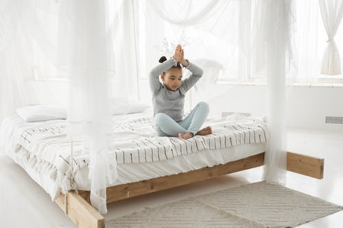Kostenloses Stock Foto zu achtsamkeit, afroamerikanisches kind, asana