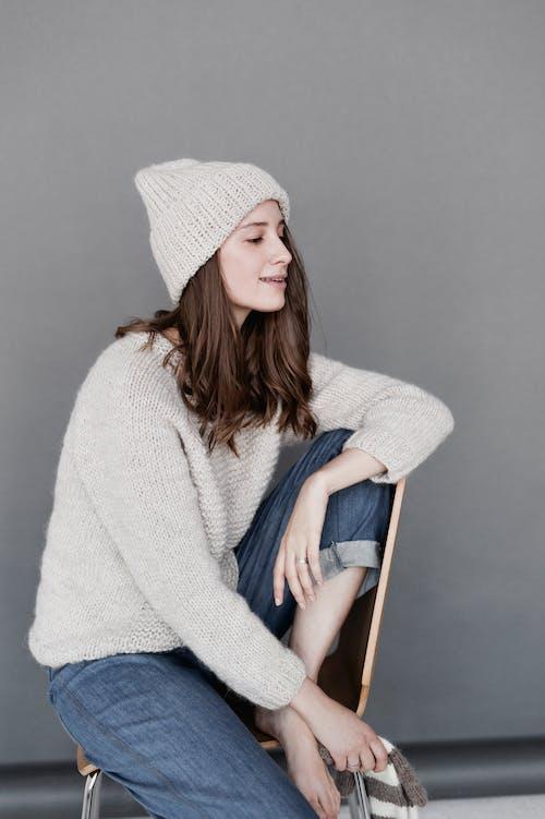 インドア, カジュアル, スマイル, セーターの無料の写真素材