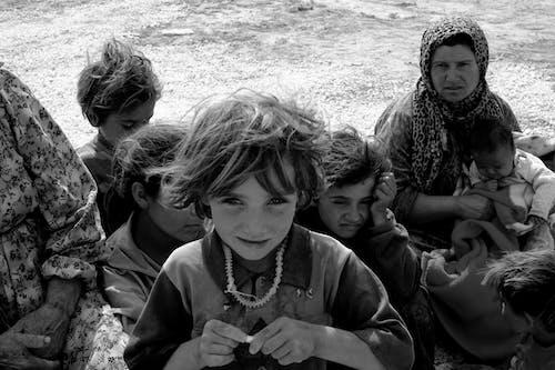 Základová fotografie zdarma na téma batolata, černobílá, černobílý, chlapec
