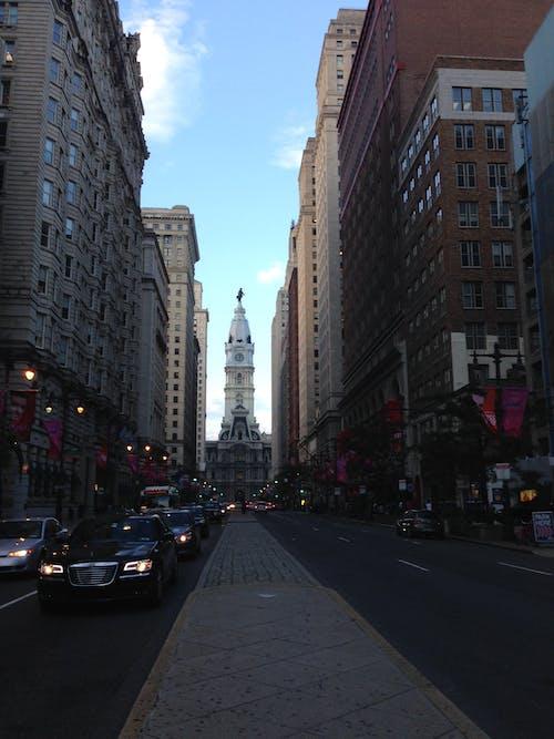belediye binası, geniş cadde, merkez şehir, philadelphia içeren Ücretsiz stok fotoğraf