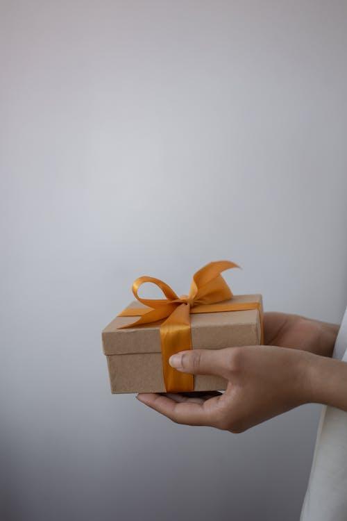 Δωρεάν στοκ φωτογραφιών με γκρο πλαν, δώρο, κατακόρυφη λήψη