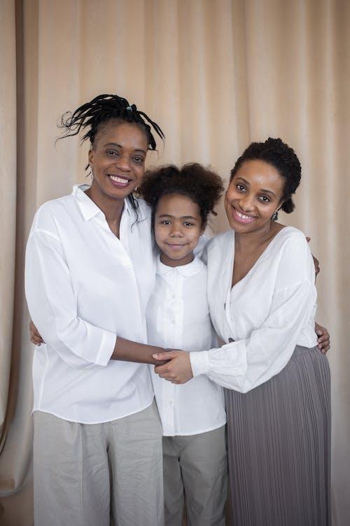 คลังภาพถ่ายฟรี ของ การกอด, การอยู่ร่วมกัน, ครอบครัว