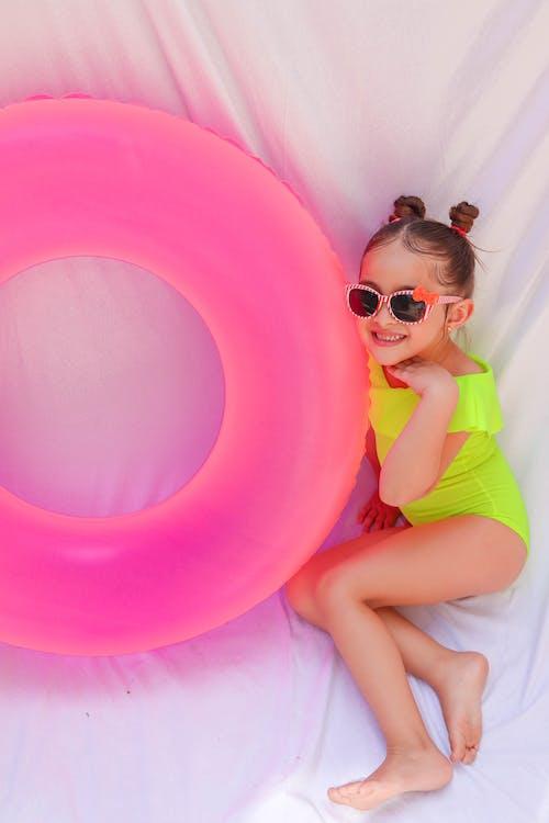 Foto profissional grátis de adorável, boia de piscina, bonitinho