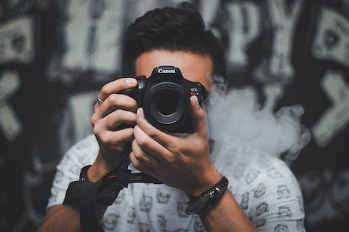 adam, alan derinliği, arka plan bulanık içeren Ücretsiz stok fotoğraf