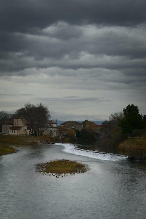 Immagine gratuita di cielo nuvoloso, Cielo scuro, confluente, paesaggio