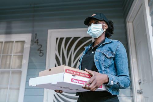 deliverywoman, オンライン注文, キャリアの無料の写真素材