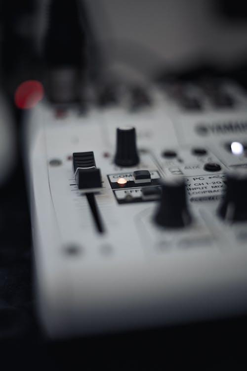 Immagine gratuita di bottoni, colpo del primo piano, console di mixaggio