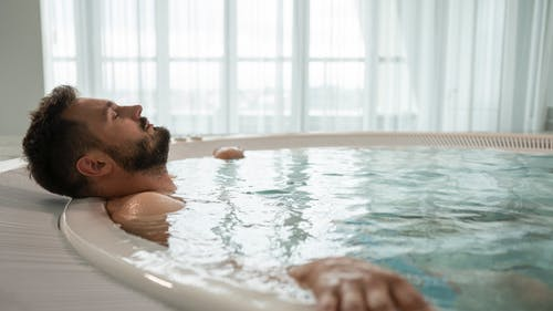 Photos gratuites de à l'intérieur, barbe, bassin