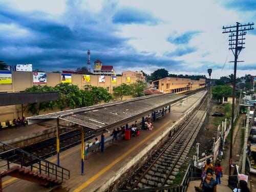 Foto profissional grátis de ferrovia, gampaha, noite, plataforma de trem