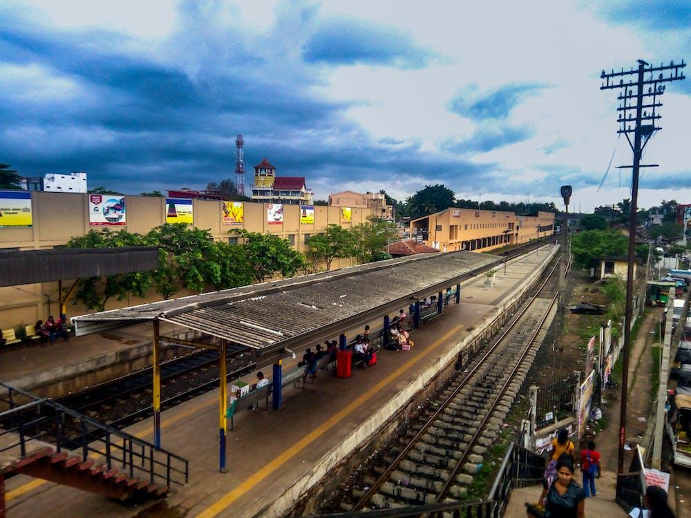 andana de tren, estació de ferrocarril, gampaha