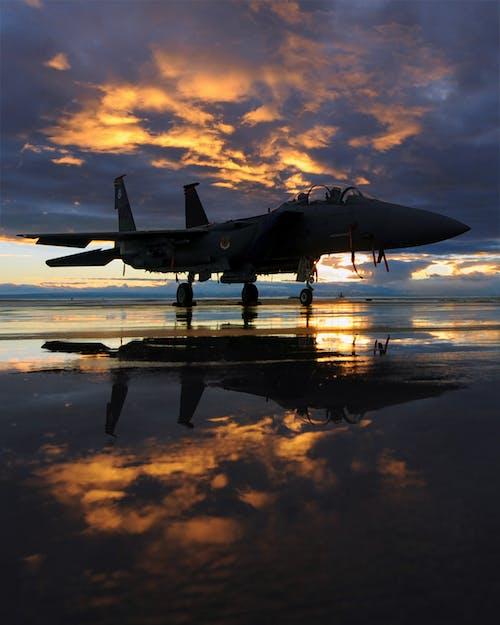Kostenloses Stock Foto zu flugzeug, himmel, luftfahrt, reflektierung