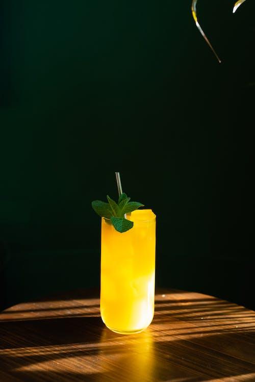 Gratis arkivbilde med blader, bord, cocktail