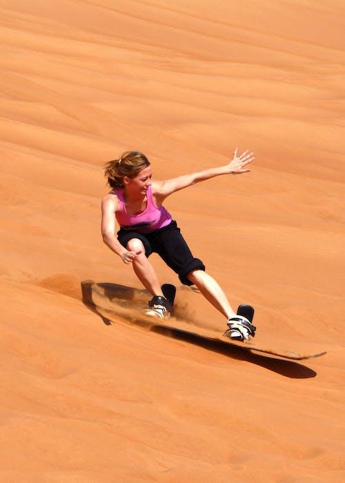 모래, 모래 언덕, 모래 판, 사람의 무료 스톡 사진