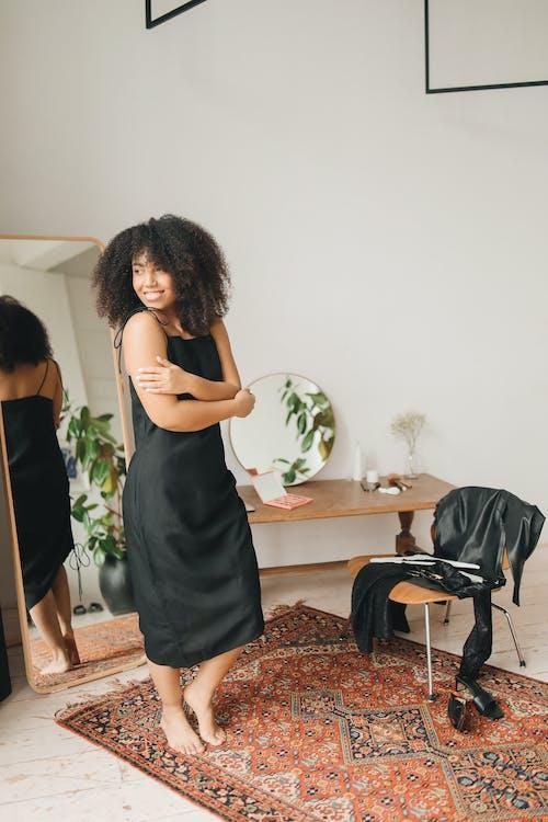 Foto stok gratis berdandan, bersiap-siap, cermin