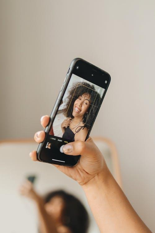 dokunmatik ekran, ekran, el içeren Ücretsiz stok fotoğraf