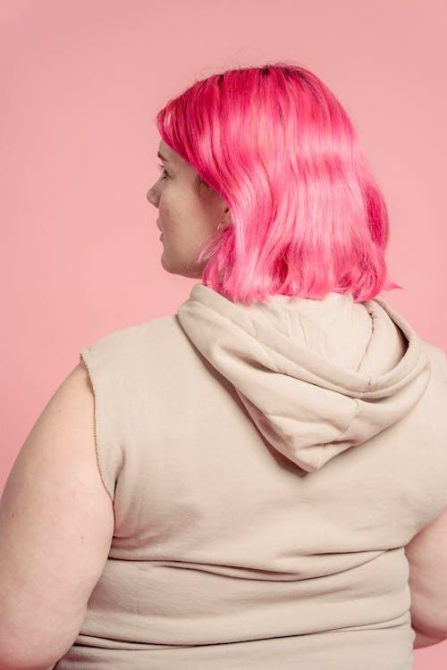 Kostenloses Stock Foto zu Ãœbergröße, ärmelloses hemd, aussehen
