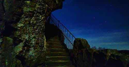 Kostenloses Stock Foto zu historisch, nacht, steintreppe