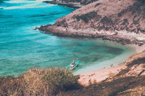 Foto profissional grátis de abismo, água, baía, barco
