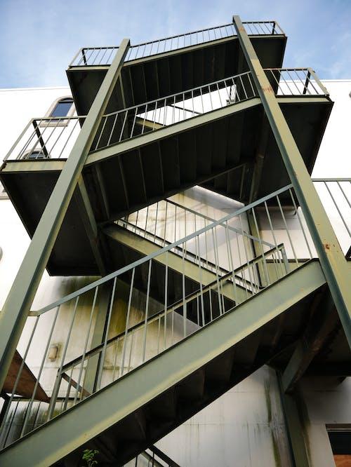 樓梯, 金属楼梯 的 免费素材图片