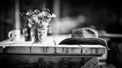 Ảnh lưu trữ miễn phí về bàn gỗ, cái bình hoa, chai, cốc