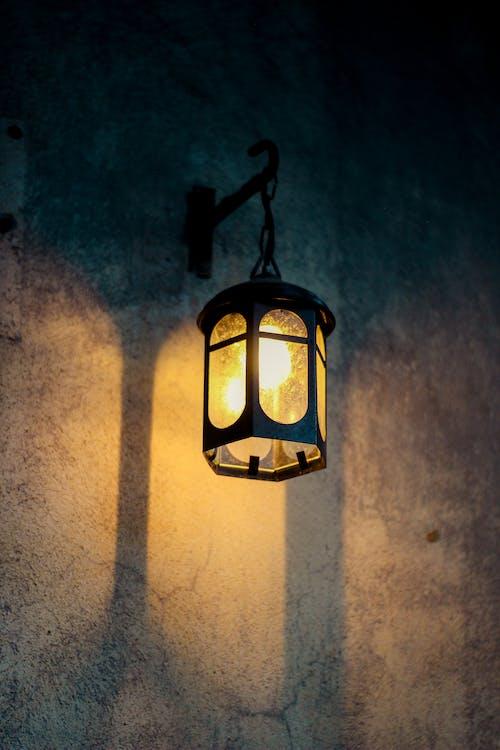 Kostenloses Stock Foto zu hängen, lampe, laterne