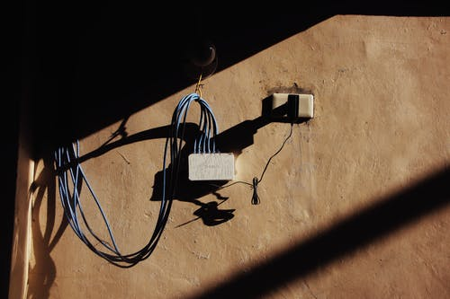 Darmowe zdjęcie z galerii z adapter, akcesoria, brązowy