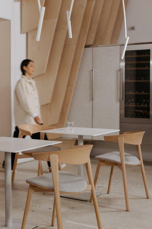 Ilmainen kuvapankkikuva tunnisteilla arkkitehtuuri, huonekalut, kävely