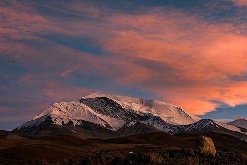 Gratis arkivbilde med daggry, enger, fjell