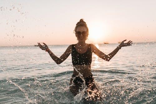 Бесплатное стоковое фото с бикини, женщина, купальник