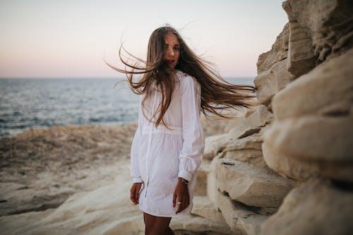 Foto profissional grátis de areia, atraente, bonito