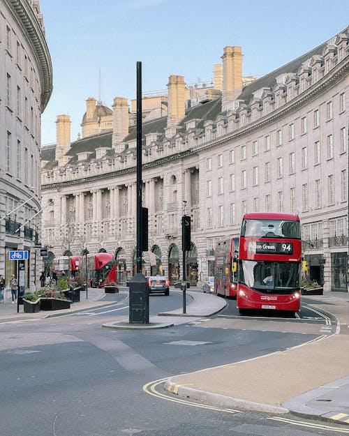 Immagine gratuita di architettura, autobus, centro