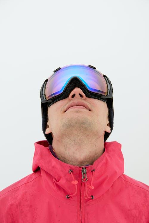 Immagine gratuita di bell'aspetto, cercando, fare snowboard
