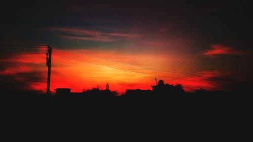 ağaçlar, akşam, Akşam gökyüzü, bulutlar içeren Ücretsiz stok fotoğraf