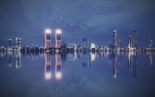 Immagine gratuita di bluehours, grande città, grattacieli