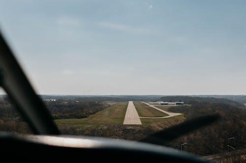Foto profissional grátis de aeronave, aeroporto, água