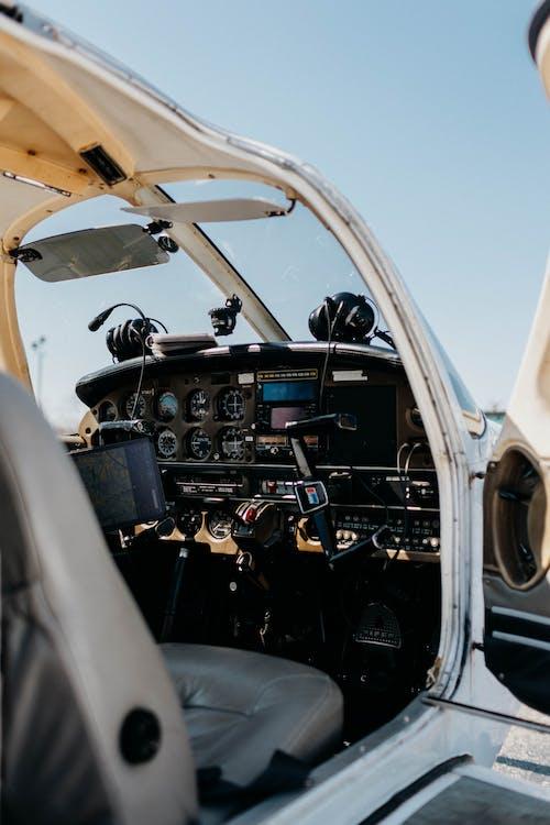 Foto profissional grátis de aeronave, ágil, ao ar livre