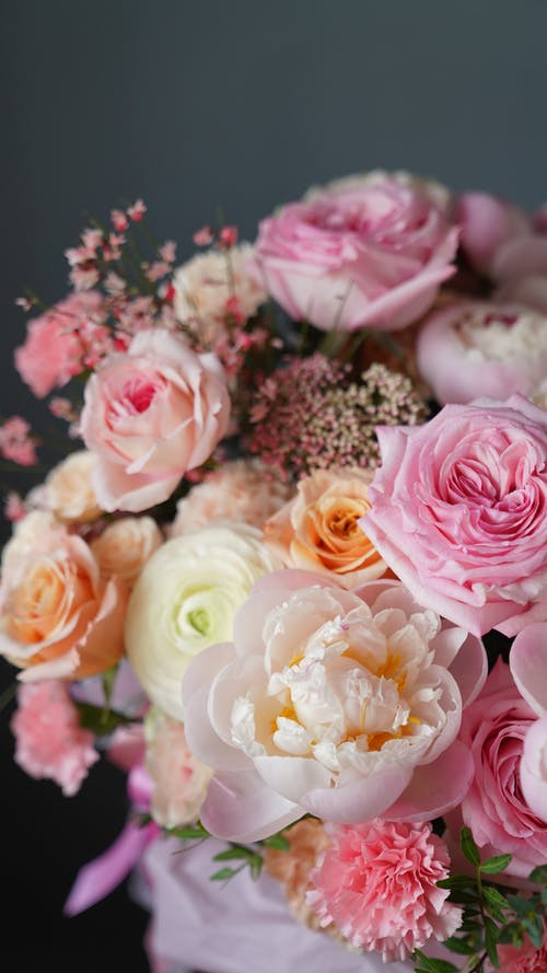 Flower composition with various roses