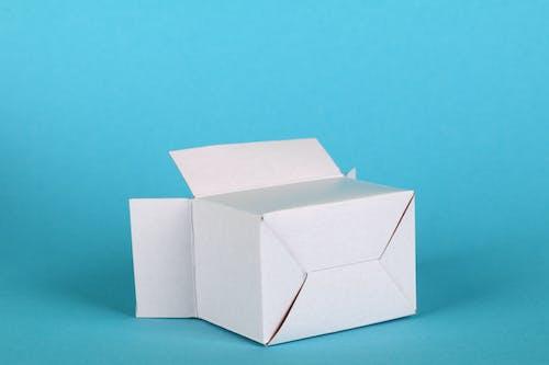 Gratis stockfoto met blauwe achtergrond, witte doos