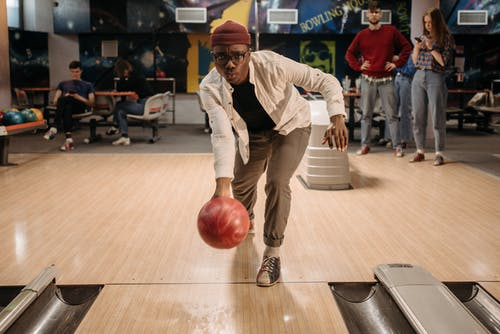 Ingyenes stockfotó barátok, beltéri, bowling témában