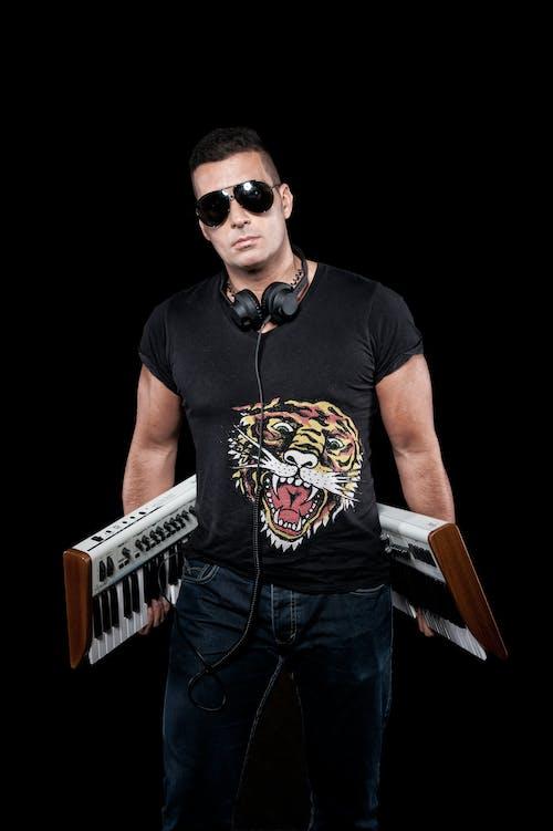 dj, remixer, yapımcı içeren Ücretsiz stok fotoğraf