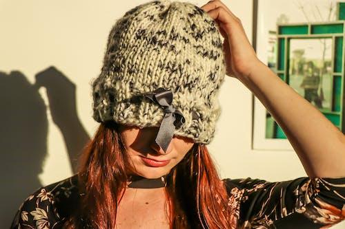 休閒, 光鮮亮麗, 可愛, 咖啡色頭髮的女人 的 免费素材照片