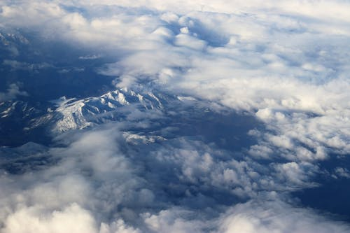 Gratis arkivbilde med atmosfære, blå himmel, dagslys, fjell